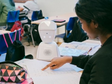 Robot zamenio bolesno dete u školi