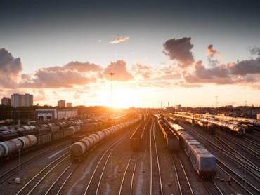 Transport robe iz Kine se preselio na kopno – Šta je isplativije železnica ili drum?