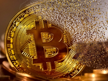 Vrednost bitkoina premašila 62.000 dolara