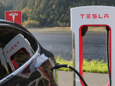 Tesla otvorio prvu solarnu punionicu za e-vozila u Kini
